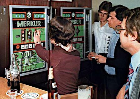 Detail aus einer ADP-Werbung für das ADP-Geldspielgerät 'Merkur Gold' aus dem Jahr 1977