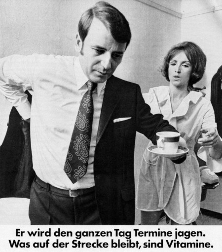 Ausschnitt aus einer Reklame für Multibionta aus dem Jahr 1971: Er wird den ganzen Tag Termine jagen. Was auf der Strecke bleibt, sind Vitamine.