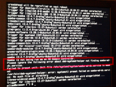 Foto des Bildschirms im Textmodus. Es lief eine Softwareaktualisierung. Unter den Meldungen: Please ignore the following error about deb-systemd-helper not finding samba-ad-dc.service.