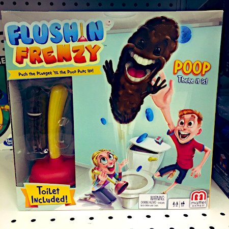 Obskures Kinderspielzeug Flushin Frenzy in einer völlig unbeschreiblichen Verpackung. Push the Plunger 'til the Poop pops out ... Poop, there it is! ... Toilet included