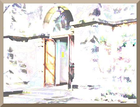 Stark digital nachbearbeitetes Foto einer offenen Kirchentür in Hannover-Limmer