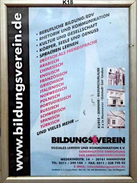 Aufgehängtes Plakat -- www.bildungsverein.de -- Berufliche Bildung/EDV -- Rhetorik und Kommunikation -- Kultur und Gesellschaft -- Körper, Seele und Genuss -- Sprachen lernen: Deutsch als Fremdsprache, Arabisch, Chinesisch, Englisch, Französisch, Griechisch, Italienisch, Norwegisch, Polnisch, Portugiesisch, Russisch, Schwedisch, Spanisch, Türkisch -- und vieles mehr... -- Bildungsverein Soziales Lernen und Kommunikation e.V. -- Gemeinnützige Einrichtung der Erwachsenenbildung -- Wedekindstraße 14, 30161 Hannover -- Telefon -- Fax -- E-Mail (hier nicht maschinenlesbar erwähnt)