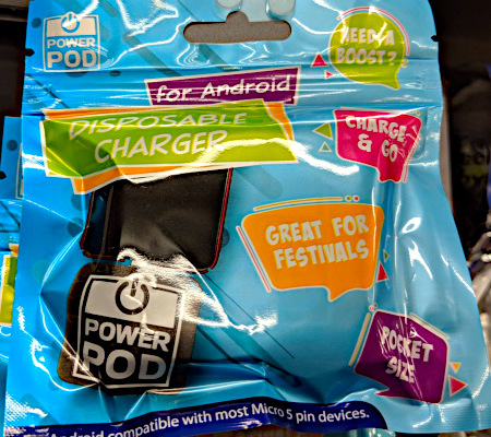Verpackung: NEED A BOOST? -- for Android -- DISPOSABLE CHARGER -- CHARGE & CO -- GREAT FOR FESTIVALS -- POCKET SIZE -- POWER POD