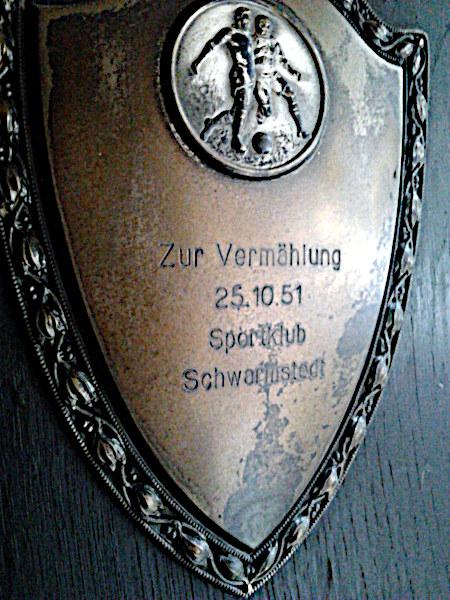 Aufhängbare Plakette -- Zur Vermählung -- 25.10.51 -- Sportklub Schwarmstedt