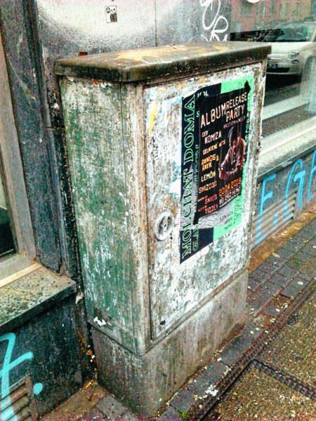 Dreck, Zerfall, Plakate, Graffiti an der Limmerstraße in Hannover-Linden