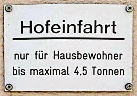 Hofeinfahrt nur für Hausbewohner bis maximal 4,5 Tonnen