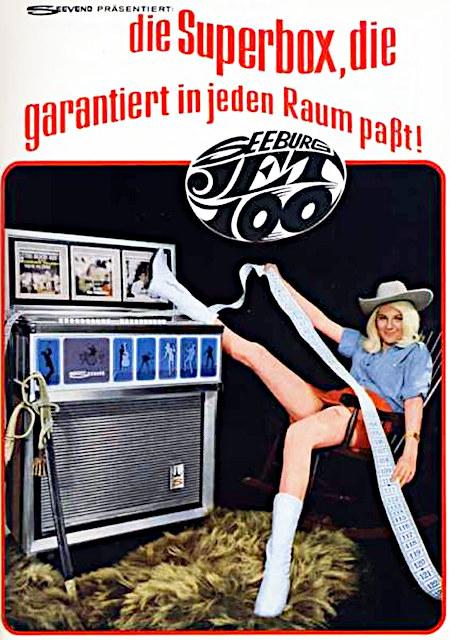 Ausgesprochen peinliche Werbung für die Musikbox Jet 100 aus dem Jahr 1968. Seevend präsentiert: die Superbox, die garantiert in jeden Raum passt. Seeburg Jet 100.