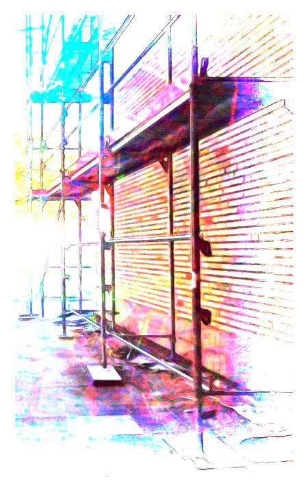 Mit Gimp stark nachbearbeitetes Foto eines Gerüstes an einer Hauswand