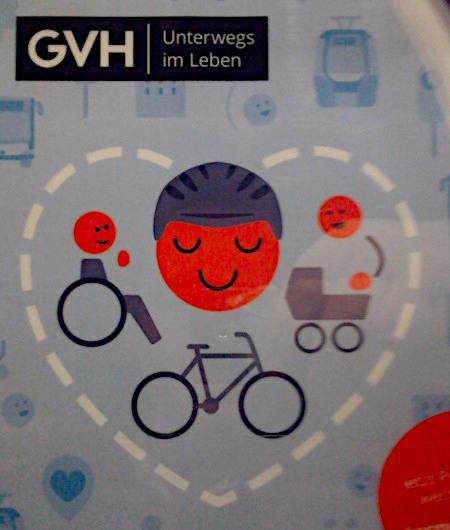 Obskure Grafik in einer aktuellen Reklame des hannöverschen Nahverkehrsbetreibers üstra. -- Text: GVH -- Unterwegs im Leben -- Die Grafik dazu ist im Hintergrund kontrastarm mit diversen, piktogrammartigen Motiven aus dem Nahverkehr und mit lächelnden Gesichtern gepflastert, Motiv ist ein mit gestrichelter Linie gezeichnetes Herz, in dem ein Radfahrer, ein Rollstuhlfahrer und eine Mutter mit Kinderwagen stark stilisiert dargestellt sind.