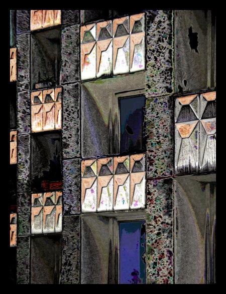 Stark mit Gimp nachbearbeitetes Foto von Balkonen an einer hässlichen Betonfassade