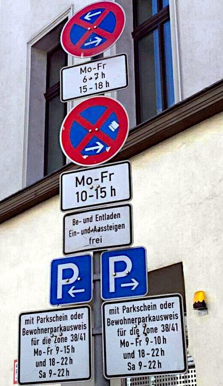 Absurde Kombination von Verkehrsschildern -- Mitten im absoluten Halteverbot, Zusatzzeichen: Mo-Fr 6-7h 15-18h -- Absolutes Halteverbot endet, Zusatzzeichen: Mo-Fr 10-15h, Be- und Entladen Ein- und Aussteigen frei -- Platzplatz beginnt für Anwohner mit Parkschein oder Bewohnerparkausweis für die Zone 38/41, Mo-Fr 9-15h und 18-22h, Sa 9-22h -- Parkplatz endet für Anwohner mit Parkschein oder Bewohnerparkausweis für die Zone 38/41 Mo-Fr 9-10h und 18-22h, Sa 9-22h
