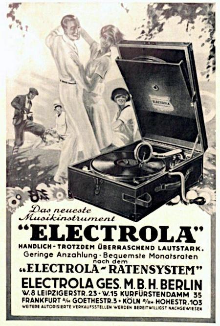 Abbildung von Menschen, die im Freien vor einem transportablen Schallplattenspieler tanzen. Dazu der Text: Das neueste Musikinstrument 'ELECTROLA' -- Handlich, trotzdem überraschend lautstark. -- Geringe Anzahlung, bequemste Monatsraten nach dem 'ELECTROLA-RATENSYSTEM'. -- Electrola Ges.M.B.H. Berlin, W.8 Leipzigerstr. 23, W.15 Kurfürstendamm 35 -- Frankfurt a/M Goethestr. 3 -- Köln a/Rh. Hohestr. 103 -- Weitere autorisierte Verkaufsstellen werden bereitwilligst nachgewiesen