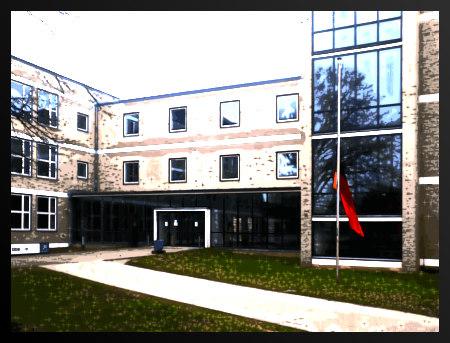 Stark mit Gimp bearbeitetes Foto einer Schule in der Zweckarchitektur der Fünfziger Jahre mit davor auf Halbmast hängender Flagge