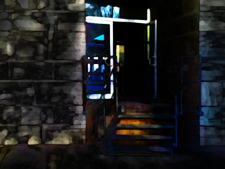 Stark mit Gimp bearbeitetes, sehr düster aussehendes Foto einer offenen Eingangstüre.