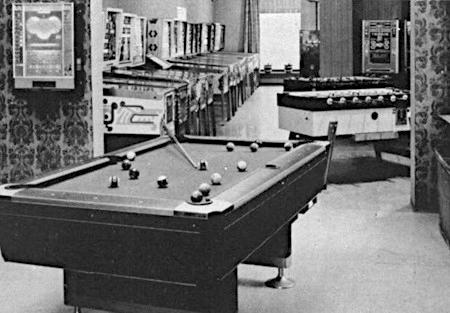 Foto des Inneren einer Spielhalle aus dem Jahr 1977