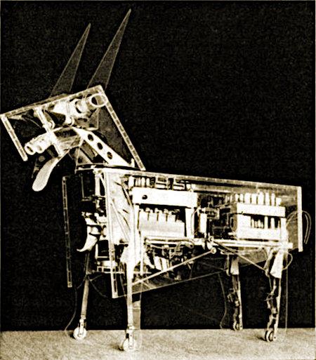 Obskures Ausstellungsstück auf einer Messe im Jahr 1963: Eine komplexer Aufbau eines elektromechanischen Tieres