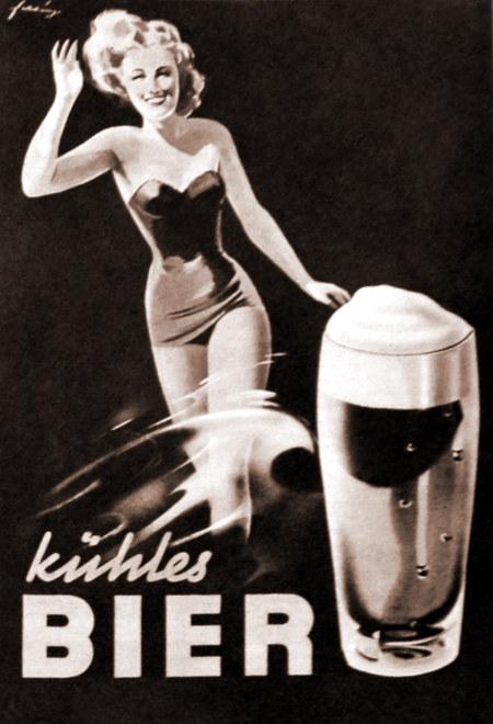 Werbung aus dem Jahr 1950: Eine leichtbekleidete, vergnügte Frau und ein Bierglas, dazu der Text 'kühles Bier'.