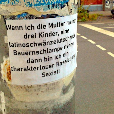 Aufkleber auf dem Mast einer Fußgängerampel am Schmuckplatz in Hannover-Linden: Wenn ich die Mutter meiner drei Kinder, eine latinoschwänzelutschende Bauernschlampe nenne, dann bin ich ein charakterloser Rassist und Sexist!