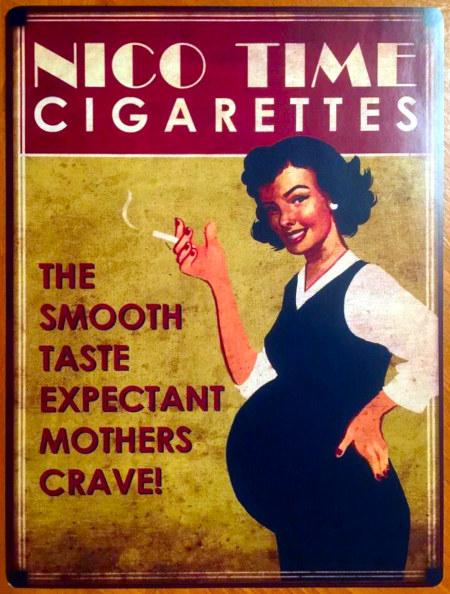 Alte Reklame -- NICO TIME CIGARETTES -- Bild einer lächelnden, rauchenden Frau mit dickem Babybauch -- THE SMOOTH TASTE EXPECTANT MOTHERS CRAVE!