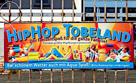 HipHop Tobeland -- Der Freizeitspaß für die ganze Familie -- Europas größte Hüpfburgenlandschaft -- Bei schönem Wetter auch mit Aqua-Spaß! (Bitte Badesachen mitbringen!)