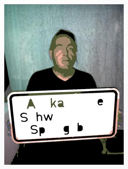 Stark mit Gimp bearbeitetes Foto von mir in der früheren Silke Arp bricht (in Hannover), in der Hand halte ich ein Schild 'Afikanaische-Schweinepest-Sperrgebiet'.