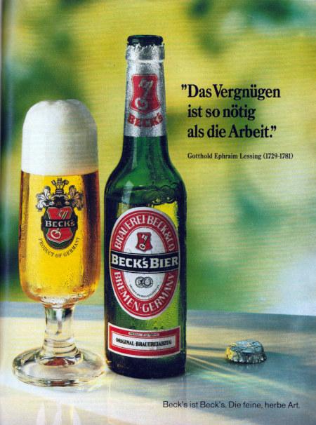 Werbung aus dem Jahr 1981. Eine Flasche Becks und ein frisch eingeschenktes Glas stehen auf dem Tisch. Dazu der Text: 'Das Vergnügen ist so nötig als die Arbeit.' Gotthold Ephraim Lessing (1729-1781) -- Beck's ist Beck's. Die feine, herbe Art.