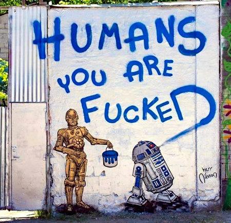 Graffito: R2D2 und C3PO, C3PO hält einen blauen Farbeimer in der Hand, an der Wand ist mit blauer Farbe geschrieben: Humans, you are fucked