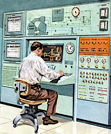 Mann sitzt vor dem (damals futuristisch aussehenden) Kontrollpult einer mittelgroßen Produktionsanlage
