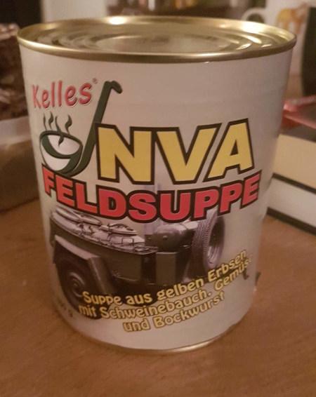 Foto einer Konservendose. Kelles -- NVA Feldsuppe -- Suppe aus gelben Erbsen mit Schweinebauch, Gemüse und Bockwurst
