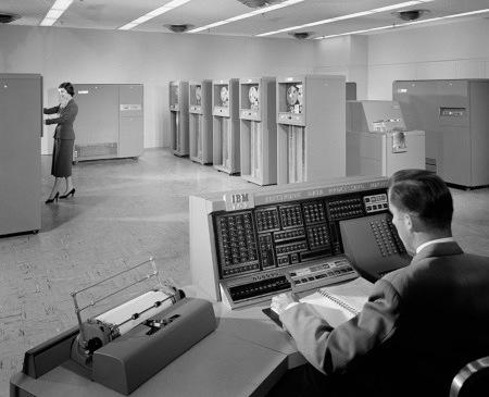 Kontrollraum einer IBM 702 aus dem Jahr 1955