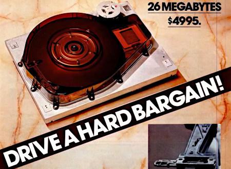 Foto einer Festplatte aus einer Reklame der frühen Achtziger Jahre. Dazu der englische Claim: 'Drive a hard bargain' und der Preis: 26 Megabyte für $4995.