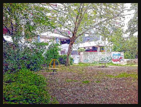 Spielplatz an der Ruine des Ihmezentrums in Hannover-Linden