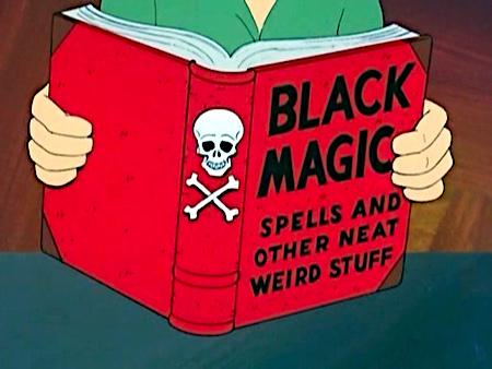 Szene aus einem Zeichentrickfilm. Es wird ein Buch gelesen. Der Titel des Buches lautet: Black Magic Spells and other Neat Weird Stuff