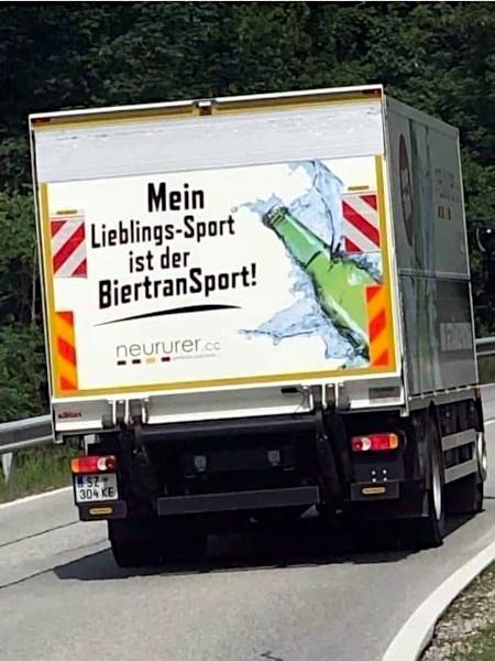 Werbung auf einem kleinen LKW: Mein Lieblingssport ist der BiertranSport