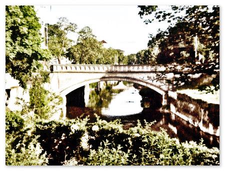 Stark mit Gimp bearbeitetes Foto einer Brücke