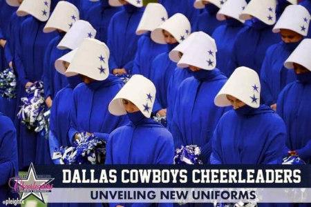 Absurdes, kaum zu beschreibendes Foto von Cheerleadern mit Mundschutz und absurdem Plastikschutz am Kopf