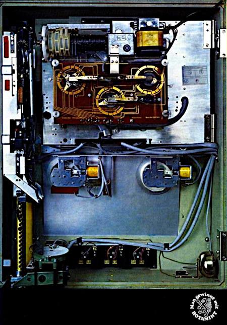 Werbung aus einem Fachmagazin für Automatenaufsteller aus dem Jahr 1967: Es ist das Innere einer Rotamint Goldene 7 von NSM abgebildet, darunter der NSM-Claim Man gewinnt mit Rotamint