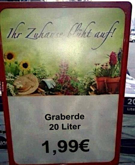 Aufgestelltes Preisschild in einem Baumarkt -- Ihr Zuhause blüht auf! -- Graberde, 20 Liter, 1,99€