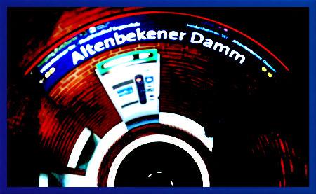 Stark mit Gimp bearbeitetes Foto aus der U-Bahn-Station Altenbekener Damm in Hannover (Südstadt)